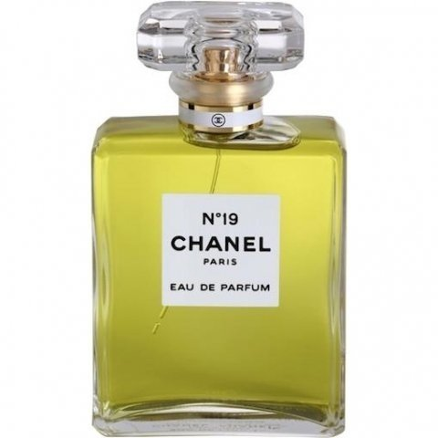 N°19 (Eau de Parfum) by Chanel