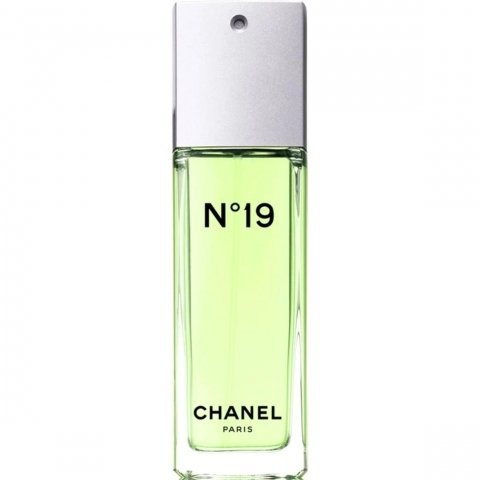 N°19 (Eau de Toilette) by Chanel